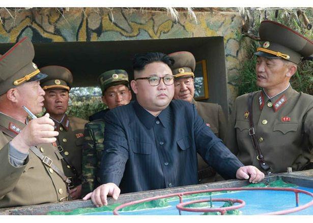 Nhà lãnh đạo Triều Tiên Kim Jong-un (ảo đen) (Ảnh: Reuters)