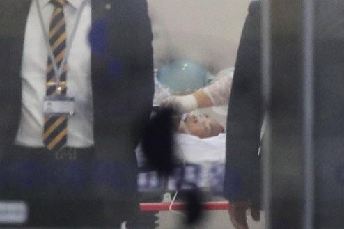 Binh sĩ Triều Tiên được điều trị trong phòng đặc biệt tại bệnh viện ở Hàn Quốc dưới sự theo dõi cẩn mật (Ảnh: Dailystar)