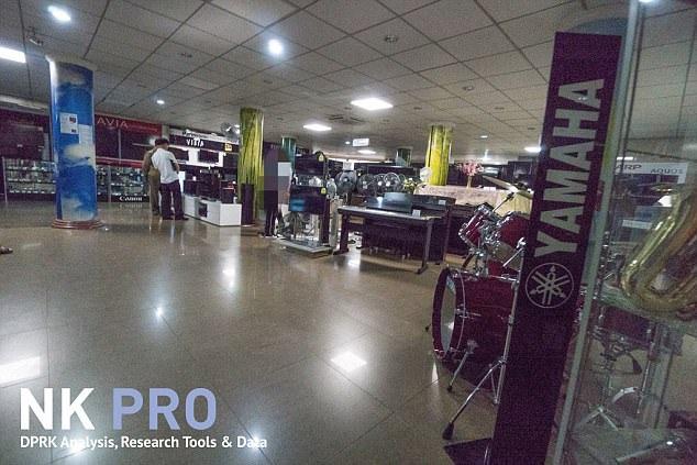 Khu vực trưng bày các sản phẩm điện tử của các hãng nước ngoài bên trong một cửa hàng tại Triều Tiên (Ảnh: NK Pro)