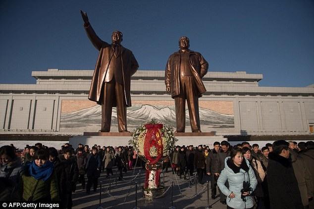 Cố lãnh đạo Kim Jong-il được cho là gặp nhiều vấn đề về sức khỏe trong những năm cuối đời. Ông từng bị đột quỵ hồi năm 2008. (Ảnh: AFP)