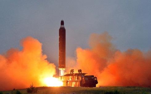 Một vụ phóng tên lửa của Triều Tiên (Ảnh: Reuters)