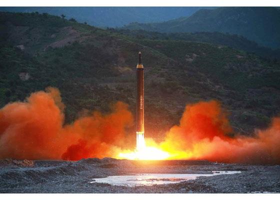 Tên lửa Triều Tiên phóng đi sáng sớm 14/5. (Ảnh: Rodong Sinmun)