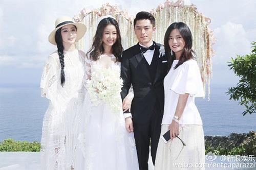 Vợ chồng Lâm Tâm Như chụp hình chung với hai cô bạn thân Triệu Vy và Phạm Băng Băng trong ngày trọng đại.