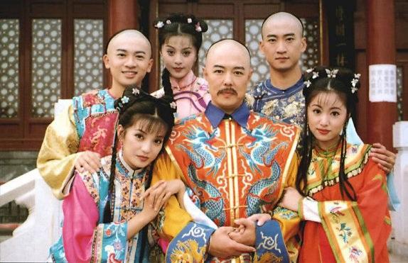 Triệu Vy, Tô Hữu Bằng, Lâm Tâm Như và Phạm Băng Băng bắt đầu nổi tiếng từ bộ phim truyền hình Hoàn châu cách cách (năm 1997).