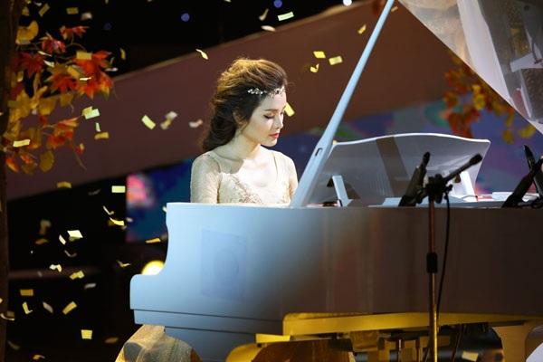 """Ca sĩ Phương Trinh Jolie với """"Fur Elise"""" (Beethoven)."""