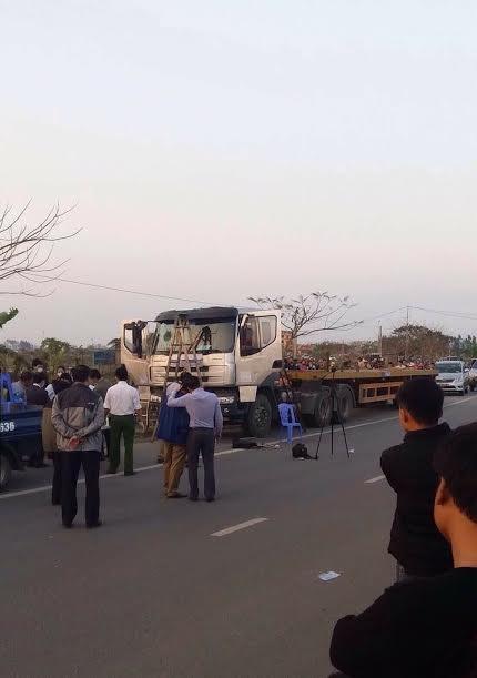 Người dân đã phát hiện thi thể người đàn ông trong chiếc xe ô tô tải đỗ ven đường