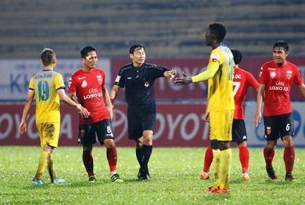 Trọng tài Trần Văn Lập sẽ không được VPF mời làm nhiệm vụ cho đến hết mùa giải 2017