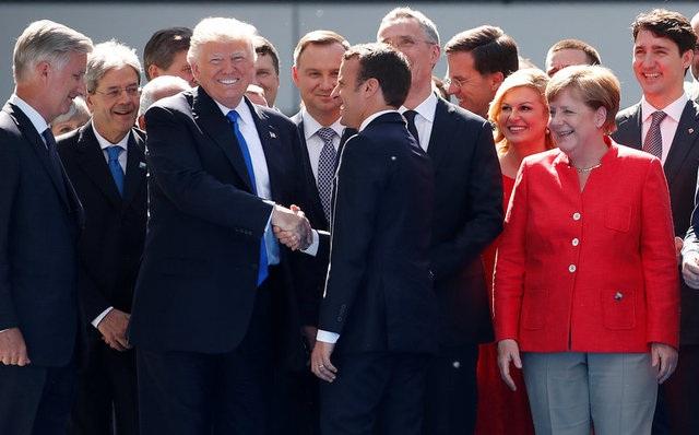 Tổng thống Trump gặp gỡ các lãnh đạo châu Âu tại Hội nghị thượng đỉnh NATO ở Brussels, Bỉ ngày 25/5 (Ảnh: Reuters)