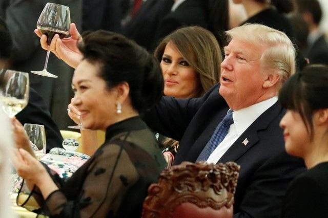 Tổng thống Trump hôm nay đã có cuộc hội đàm chính thức với Chủ tịch Tập Cận Bình. Hai nhà lãnh đạo đã trao đổi về nhiều vấn đề quan trọng, trong đó có vấn đề Triều Tiên và quan hệ thương mại song phương. (Ảnh: Reuters)