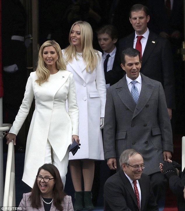 Năm người con của ông Donald Trump bước ra khán đài bên ngoài điện Capitol, nơi cha họ nhậm chức ngày 20/1. Họ là Ivanka, Tiffany, Barron, Eric và Trump Jr. (Ảnh: Reuters)