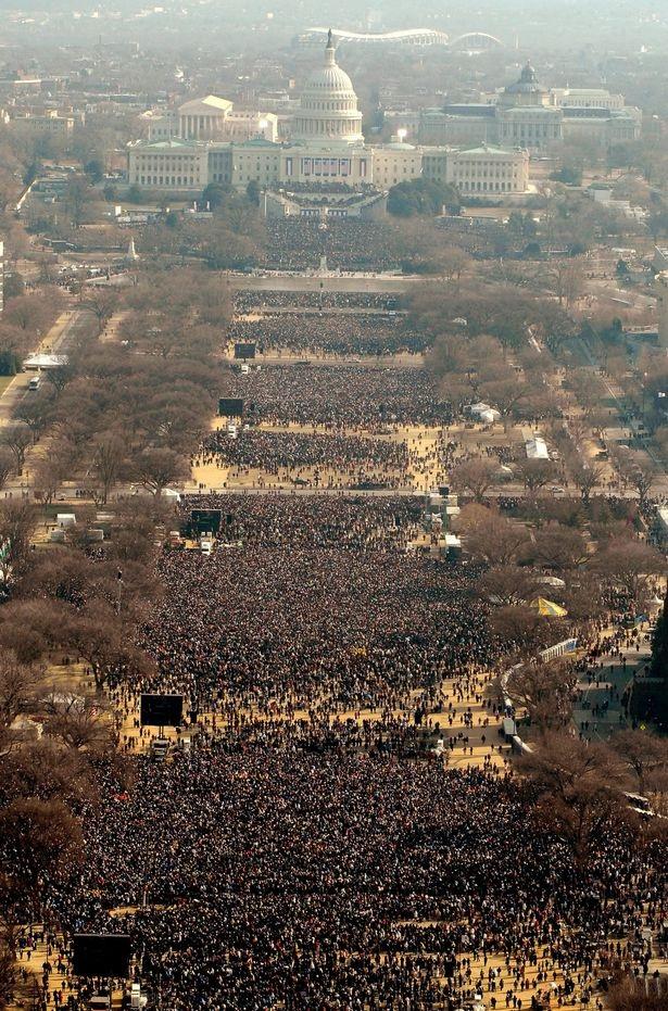 Các đám đông theo dõi lễ nhậm chức của ông Obama vào năm 2009 (Ản: Getty)