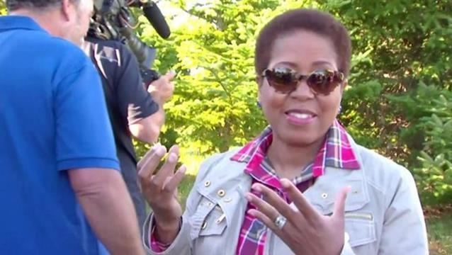 Nhà Trắng hồi tuần trước đã sa thải nữ quản gia Angella Reid mà không công bố lý do. Bà là người phụ nữ gốc Phi đầu tiên nắm giữ vị trí này. (Ảnh: CBS)