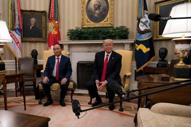 Chia sẻ với báo giới, Tổng thống Donald Trump cho biết, hai bên đã ký kết các thỏa thuận thương mại hàng tỷ USD. (Ảnh: Reuters)