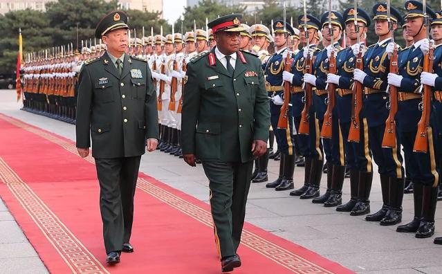 Tướng Constantino Chiwenga tới thăm Trung Quốc từ ngày 8-10/11 (Ảnh: Bộ Quốc phòng Trung Quốc)