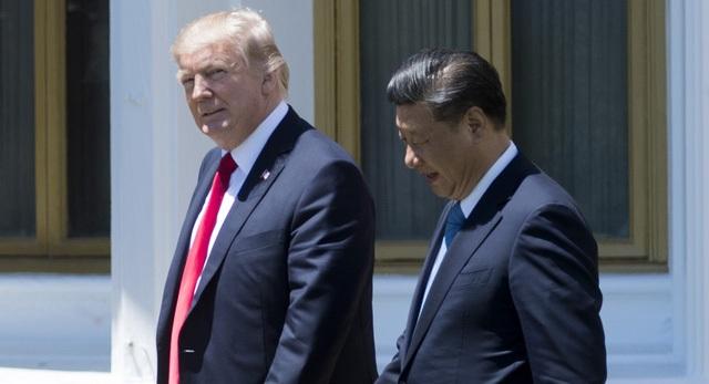 Tổng thống Donald Trump (trái) và Chủ tịch Tập Cận Bình trong cuộc gặp tại Mỹ hồi tháng 2 (Ảnh: AFP)