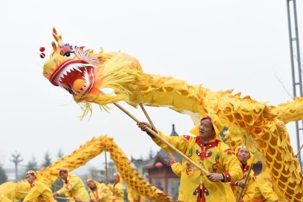 Một đội múa lân mừng năm mới ở Trung Quốc (Ảnh: Reuters)