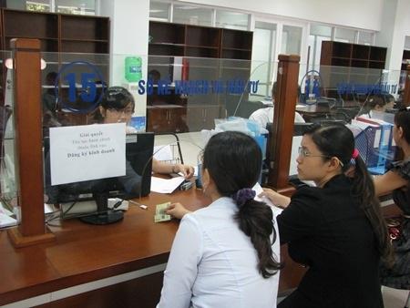 Người dân đến làm việc tại Sở Kế hoạch và Đầu tư