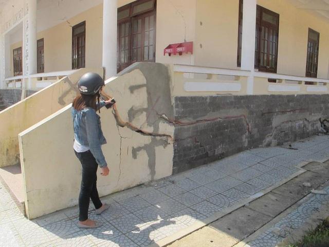 Công trình Trung tâm văn hóa - thể thao xã Hòa Liên xuất hiện nhiều vết nứt, lún