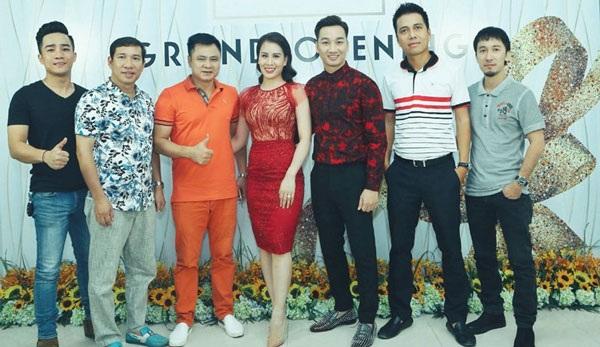 Nhiều nghệ sĩ đến chúc mừng MC Thành Trung lên chức ông chủ.