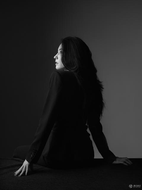Trong một bài phỏng vấn vào năm 2016, Bá Chi thừa nhận, những người phụ nữ giống cô không tránh khỏi những giây phút cô đơn nhưng không vì thế mà cô vội vàng tìm kiếm một người đàn ông sau cuộc hôn nhân đổ vỡ với Tạ Đình Phong.