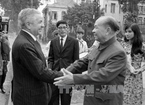 Đồng chí Trường Chinh tiếp đoàn Đại biểu Quốc hội Romania sang thăm chính thức Việt Nam, ngày 27/2/1978. Ảnh: Thế Trung/TTXVN