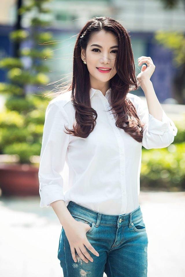 Khó lòng nhận ra tuổi thật của Trương Ngọc Ánh trong chiếc áo sơ mi trắng.