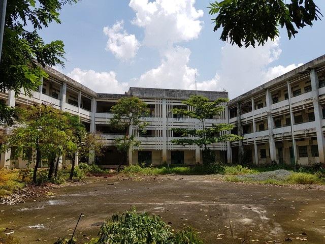 Cử tri ở TPHCM bức xúc vì ngôi trường gần 20 tỷ mới sử dụng được 4 năm đã bị bỏ hoang
