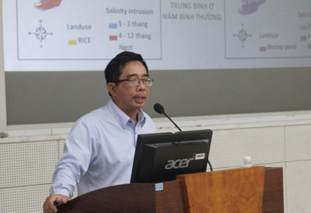 PGS-TS Lê Anh Tuấn cho rằng sáng kiến nuôi cá ngay ống xả thải của nhà máy giấy dựa vào cơ sở khoa học nào?