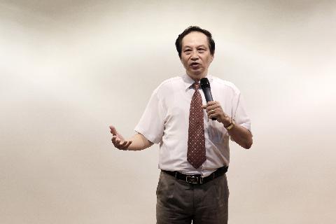 TS. Nguyễn Lê Minh - nguyên Phó Ban chương trình quốc gia về việc làm - Bộ Lao động Thương binh & Xã hội.