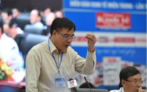 TS Trần Đình Thiên phát biểu tại Diễn đàn.