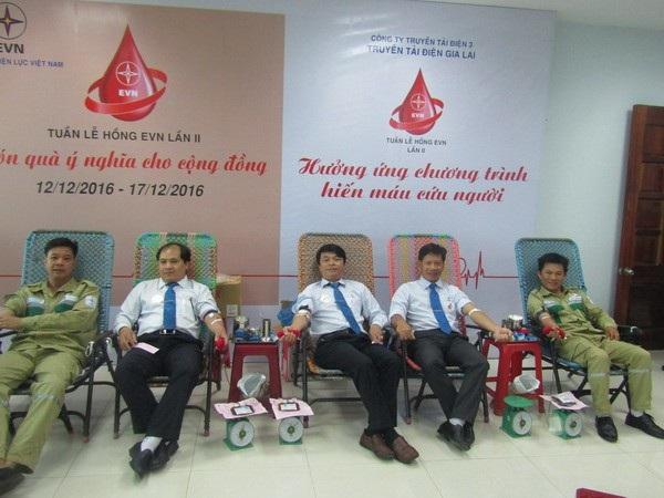"""Tưng bừng ngày hội hiến máu tình nguyện """"Tuần lễ Hồng – EVN"""" lần thứ 2 - 1"""