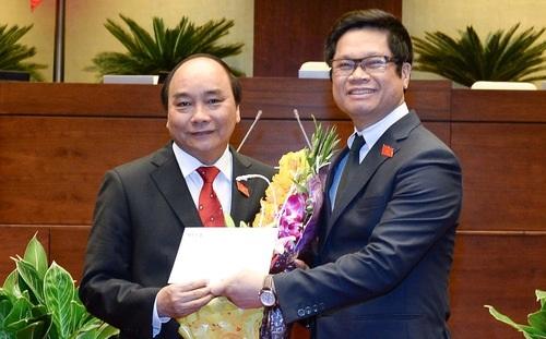 Thủ tướng nhận bức công thư đầu tiên từ tay Chủ tịch VCCI ngay sau khi nhậm chức sáng 7/4