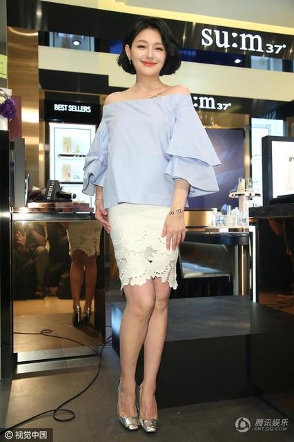Từ Hy Viên rạng ngời và quyến rũ khi xuất hiện tại một trung tâm thương mại ở Đài Loan, ngày 5/3.