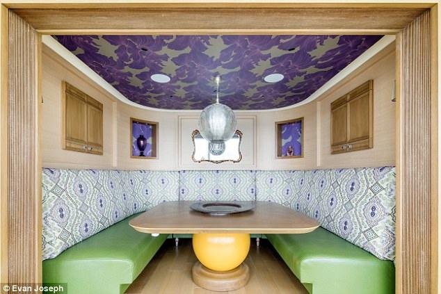 Căn hộ siêu rộng có 5 phòng ngủ, 5 phòng tắm, phòng khách, bếp vô cùng rộng rãi