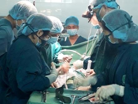 Các bác sĩ đã phẫu thuật cắt thành công khối u gan lớn như quả trứng gà cho người bệnh