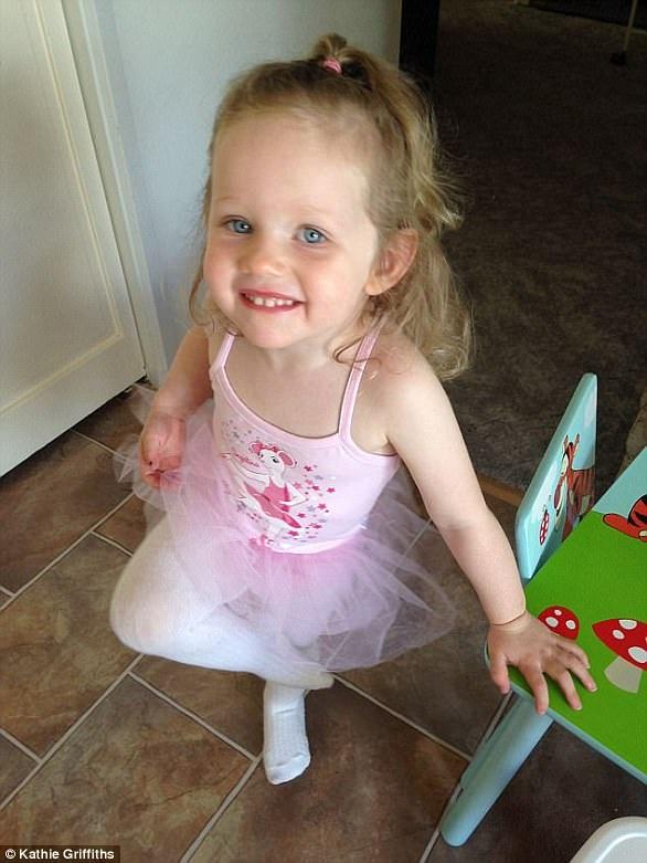 Annabelle Potts, 3 tuổi, có 1 khối u não không thể phẫu thuật chỉ sống được thêm có 7 tháng sau phát hiện bệnh