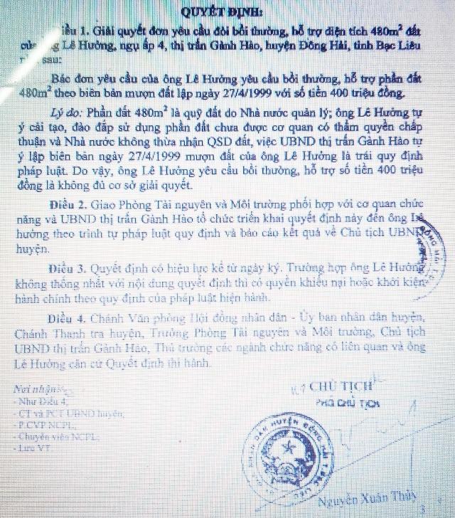 UBND huyện Đông Hải xác định: Việc UBND thị trấn Gành Hào tự ý lập biên bản mượn đất của ông Lê Hưởng là trái quy định pháp luật. Tuy nhiên, huyện vẫn bác đơn khiếu nại của ông Hưởng.