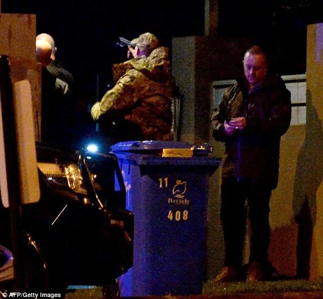 3 sĩ quan cánh sát bị thương trong lúc đấu súng với nghi phạm (Ảnh: AFP)