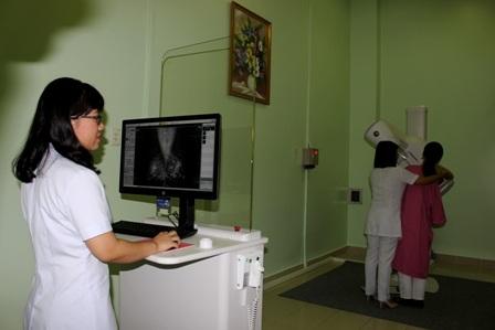 Tín hiệu chuyển thành hình ảnh trên máy tính giúp bác sĩ chẩn đoán chính xác hơn tế bào ung thư
