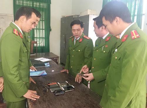 Công an thị xã Bỉm Sơn đang kiểm tra tang vật vụ án