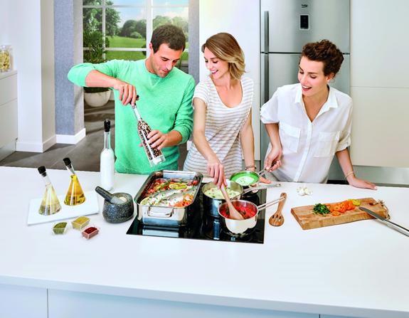 Cả nhà cùng vào bếp với sự hỗ trợ của các thiết bị hiện đại