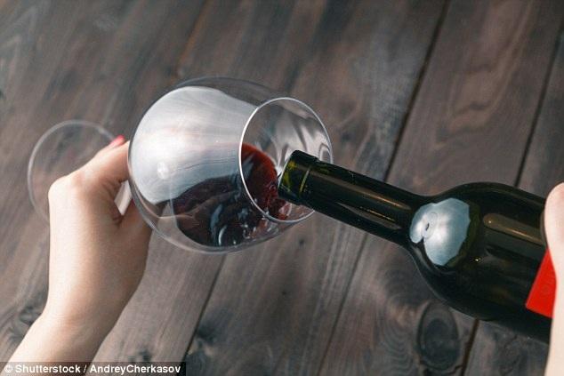 Uống một ly rượu hàng ngày vào buổi tối sẽ ít có nguy cơ bị suy tim? - 1