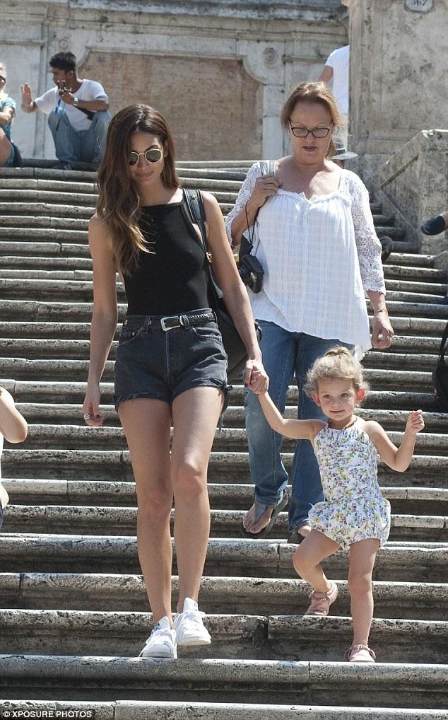 Siêu mẫu người Mỹ kết hôn với ca sỹ của nhóm Kings of Leon - Caleb Followill vào năm 2011 và 1 năm sau đó, cô sinh con gái Dixie Pearl. Người đẹp hiện vẫn là thiên thần của hãng VS và luôn xuất hiện trên hàng ghế VIP nhiều tuần lễ thời trang lớn.