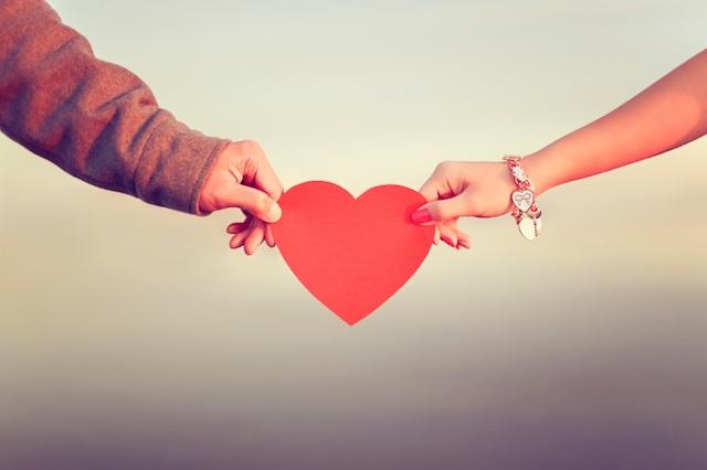... Tình yêu không chỉ là những cảm xúc rung động trong một cơn say nắng đầu đời... (ảnh minh họa)
