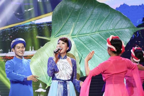 Phi Thanh Vân hát Lý cây đa bị hụt hơi.