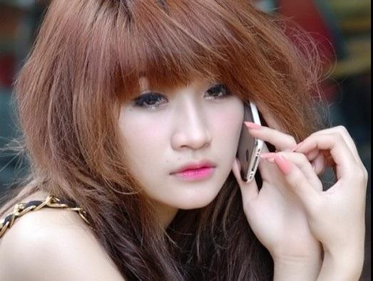 Vân Navy (SN 1991), cô xuất hiện trên hàng loạt tờ báo tuổi teen một thời với vai trò người mẫu ảnh. Cô là hotgirl đời đầu vô cùng cá tính của showbiz Việt. Theo con đường nghệ thuật, với ưu thế ngoại hình cộng với khả năng ca hát, diễn xuất, cô từng làm MC, diễn viên, người mẫu teen.