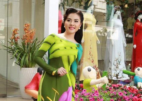 Vân Trang đang hạnh phúc với gia đình của riêng mình và nhân dịp năm mới xin kính chúc quý độc giả cũng sẽ được hạnh phúc, sức khỏe cũng như nhiều niềm vui. Trong năm 2018 hứa hẹn sẽ mang đến cho quý vị nhiều vai diễn thú vị trong lần trở lại cùng điện ảnh trong năm nay của Vân Trang.
