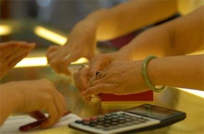 Giá vàng biến động khó lường, chênh lệch trên 1 triệu đồng/lượng (ảnh minh họa).