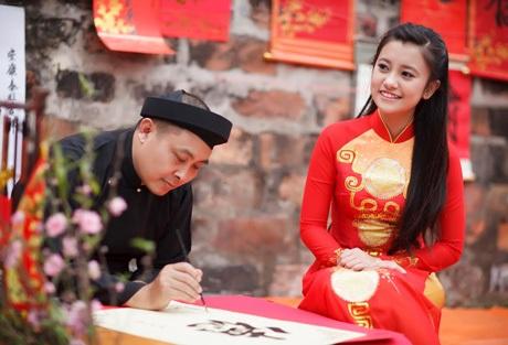 Văn Miếu - Quốc Tử Giám với ông đồ gợi nhớ hình ảnh xưa. (ảnh: Phùng Quang Bình)