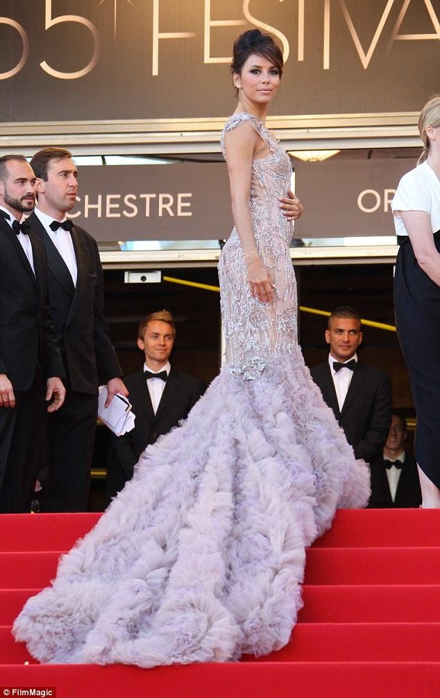Eva Longoria xinh đẹp như nàng thiên nga trong bộ váy Marchesa năm 2012